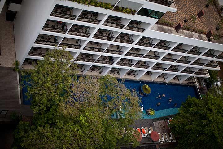бассейны кози бич отеля фото