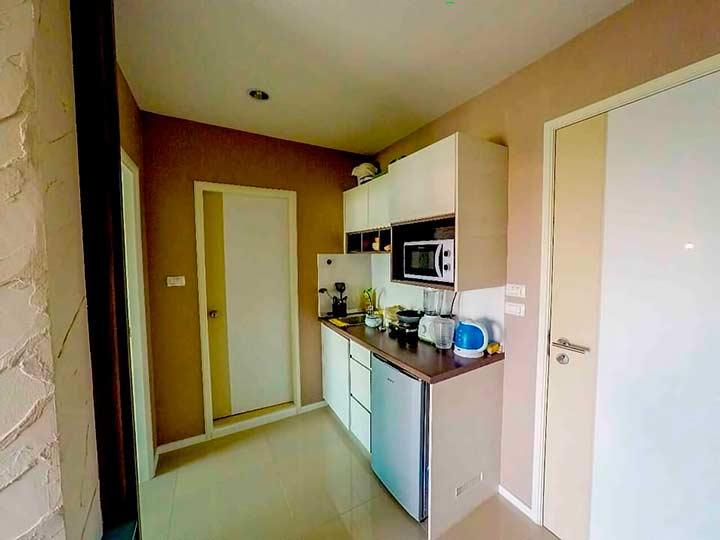 кухня в квартире Люмпини Джомтьен Паттайя