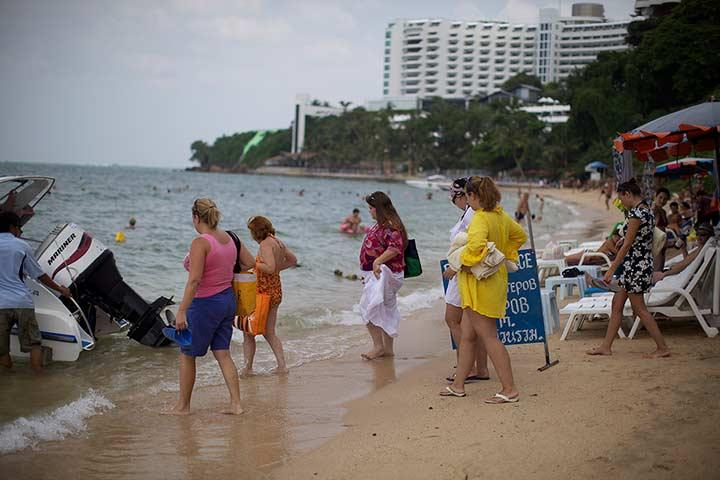 в пик сезона пляж Кози Бич выглядит вот так