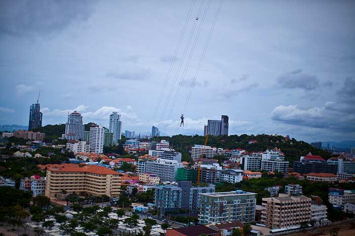 спуск с башни Паттай Парк фото