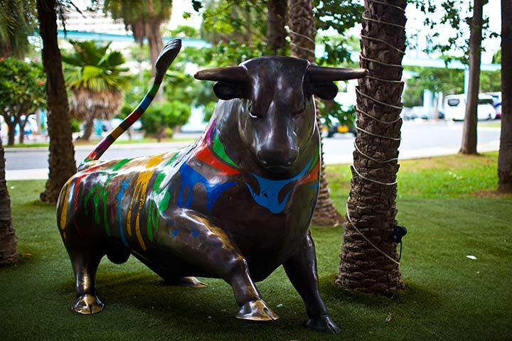 уходя из Паттайя Парка не забудьте потереть бычку копыто на счастье и денежный прибыток!