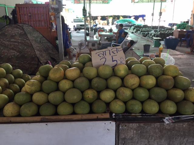 помело в Паттайе фото и цена в 25 бат