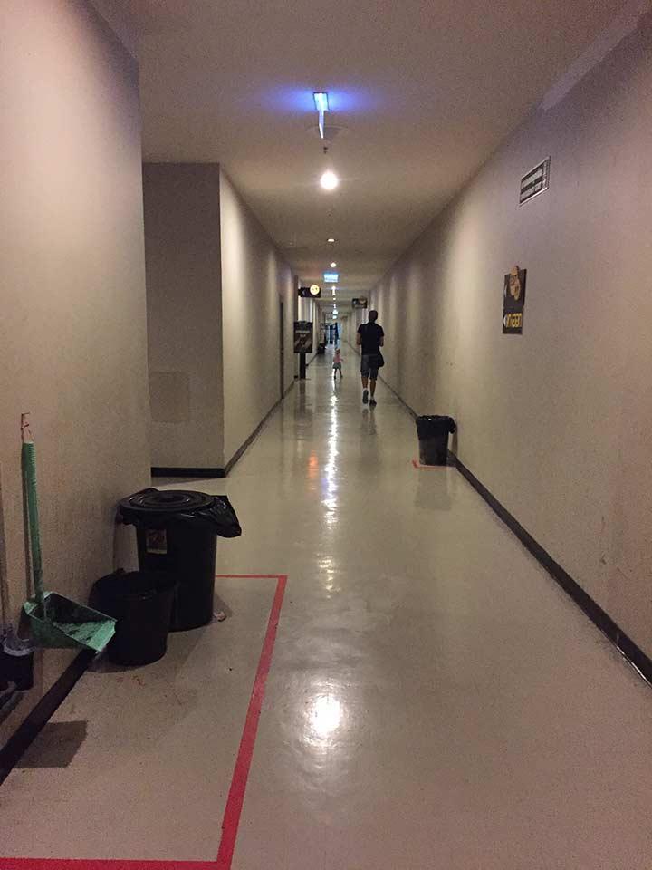 длиннющие коридоры в кинотеатре