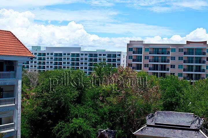 из окон Парк лейна видно Парадайз и Амазон - Амазон белые балконы, Парадайз соседний