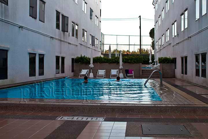 бассейн на территории корпуса Инн в амбассадоре
