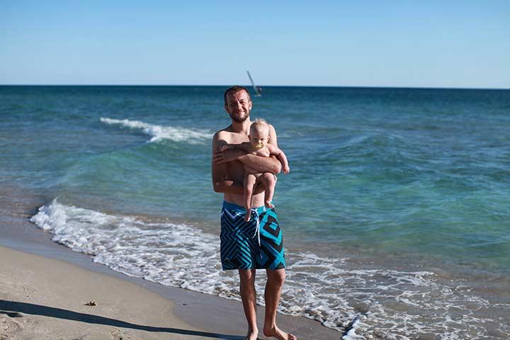 с папой на пляже