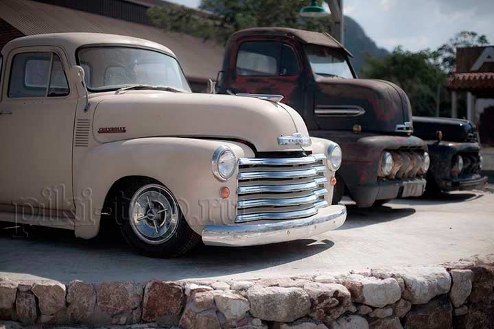старый отреставрированных машин много и все они просто прекрасны