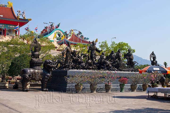 китайский храм в Паттайе Вихарнра Сиен фото