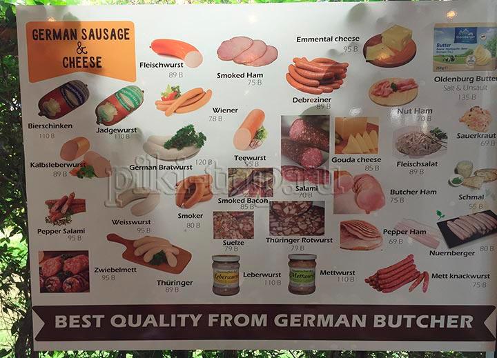 здесь же можно прикупить колбасок-сосисок