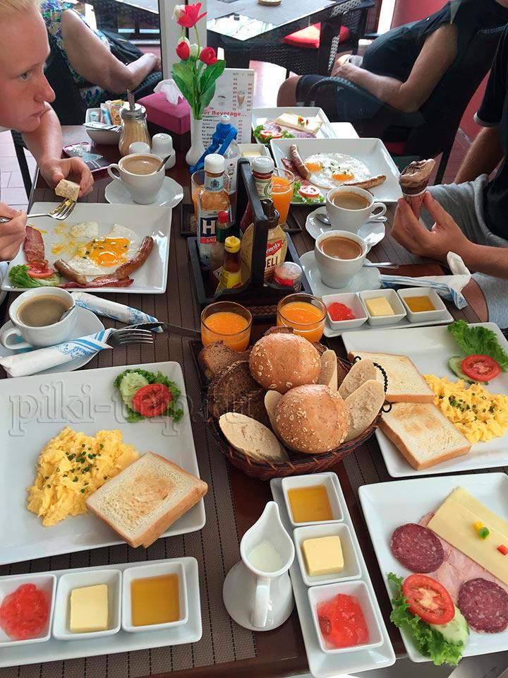 классический завтрак и вариант - смолл брекфаст