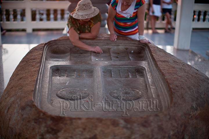 Отпечаток стопы Будды на холме Пратамнак