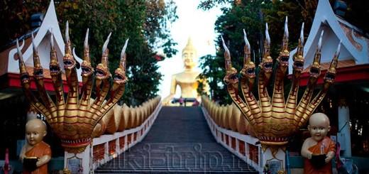 Большой Будда ( Золотой Будда) На холме Пратамнак фото