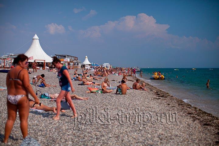 один из пляжей вдоль симферопольской