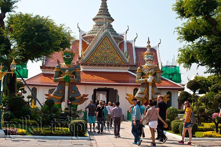 вход в храм Ват Арун в Бангкоке