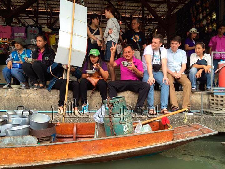 работники плавучего рынка