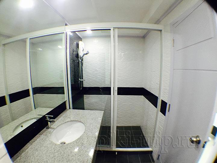 две ванные комнаты абсолютно одинаковые