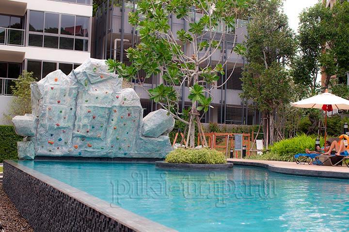 бассейн в Юникс кондо со скаллодромом