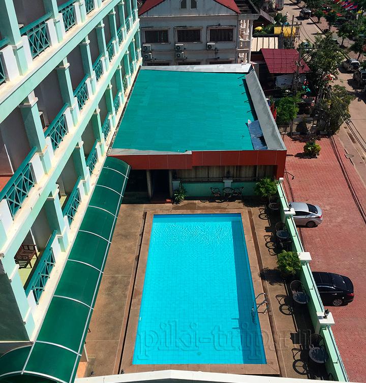 в соседней гостинице есть даже бассейн