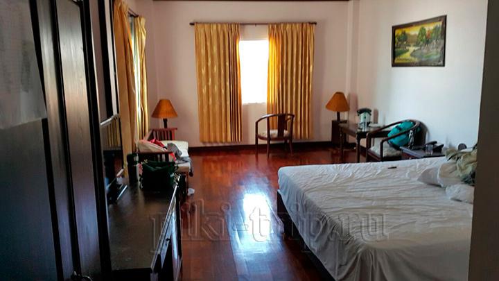 наш номер в отеле в Лаосе