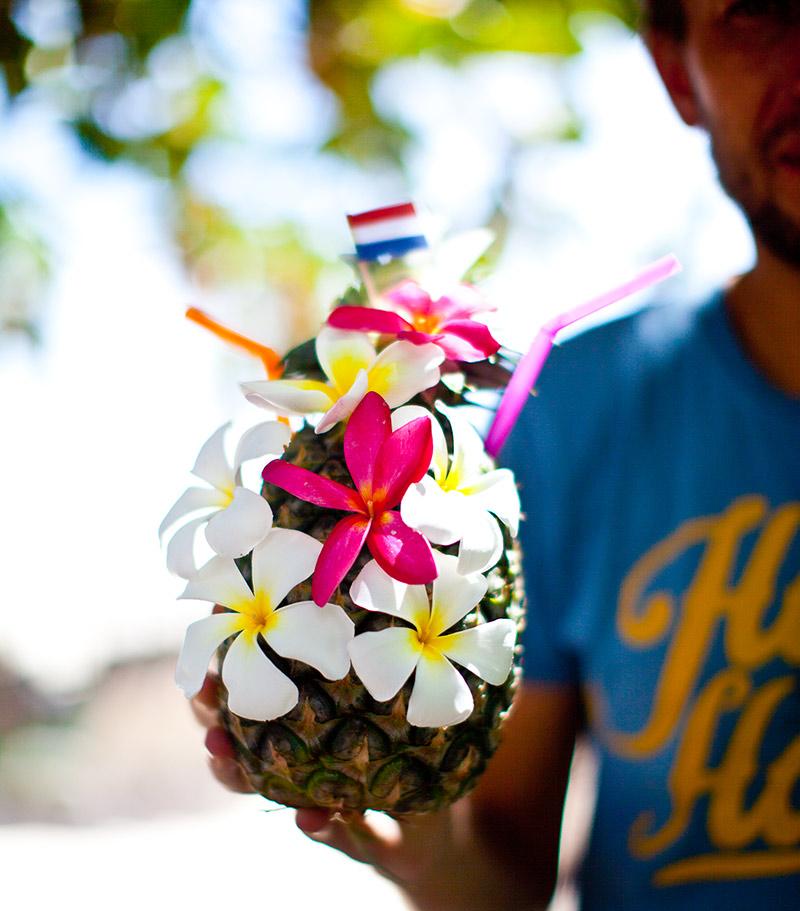 Вот так подают коктейли в Тайланде на пляже