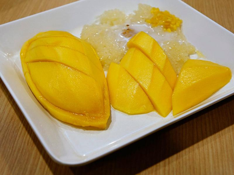 Клейкий рис с манго