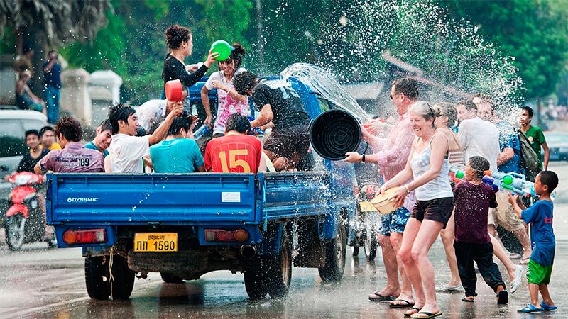 Новогодние праздники воды в Азии