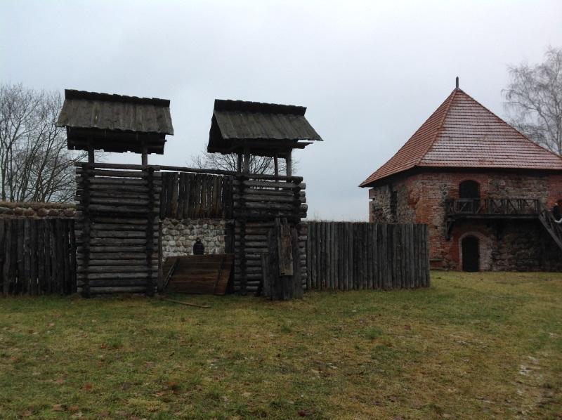 Достопримечательности Вильнюс: Полуостровной замок в Тракае (Фото)