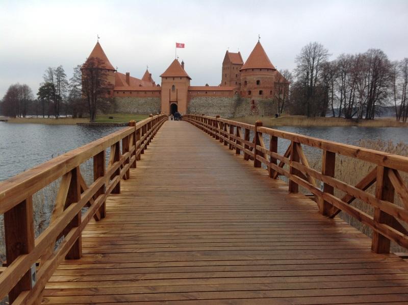 Деревянный мост, ведущий к Тракайскому замку