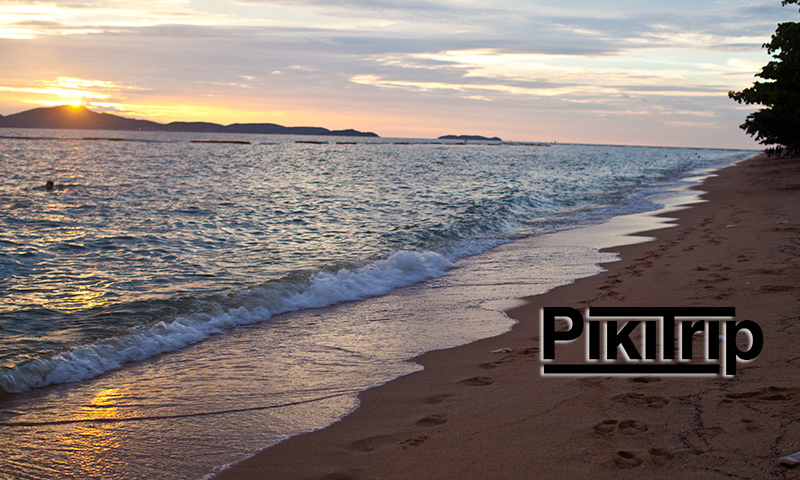 Закат в Паттайе на пляже Донгтан
