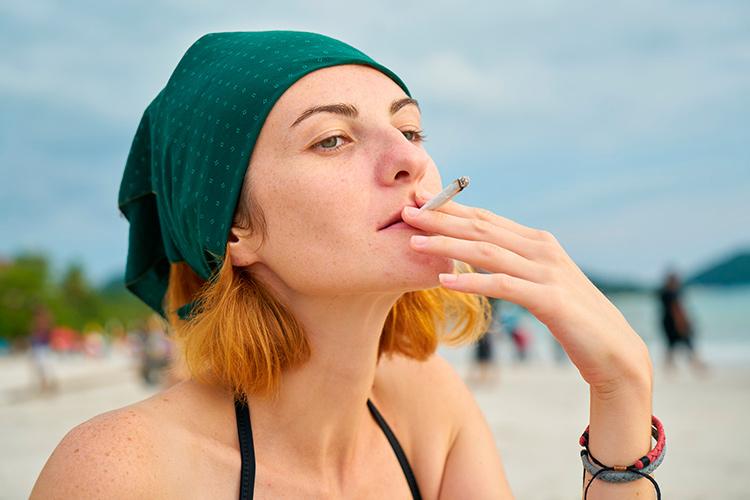 пляж-курение