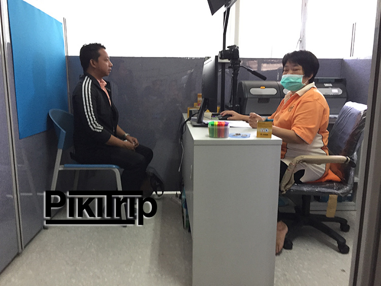 вот так фоткают на права в Таиланде