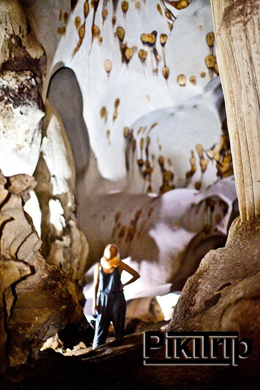 скалы и пещеры