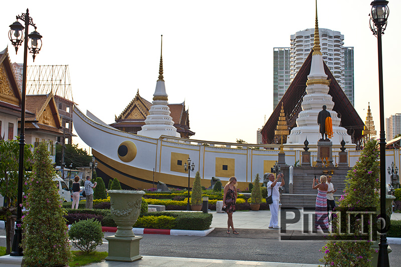 Храм Ват Яннава в Бангкоке