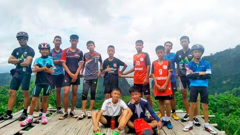 футбольная команда Moo Pa из Таиланда которая пропала в пещере