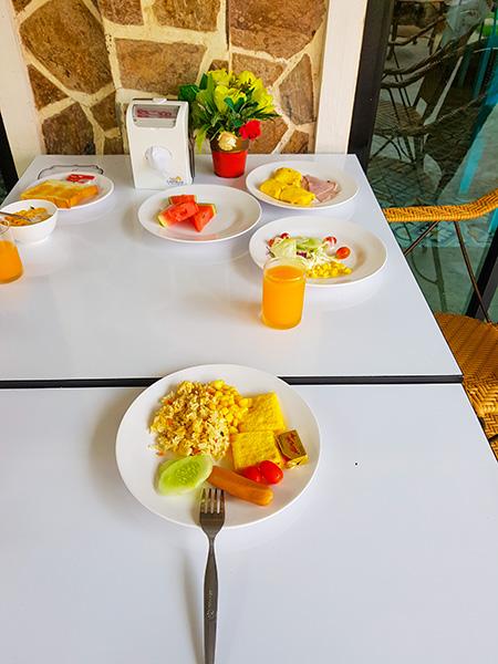 завтрак в The Castello resort Ko Larn