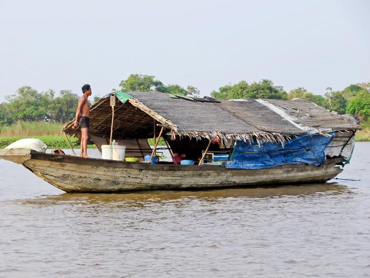 Камбоджа: поавучий дом на озере Тонлесап