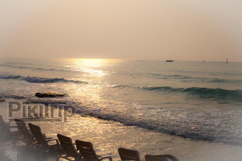 закат на пляже Ао Пхай