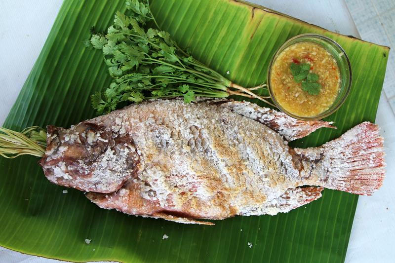 рыба гриль в соли пла пао