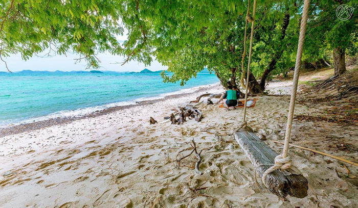 есть безлюдные местечки на пляже