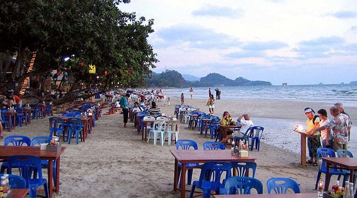 типичное кафе на пляже
