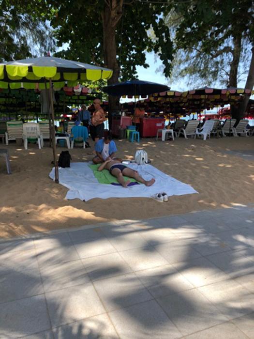 массаж на пляже