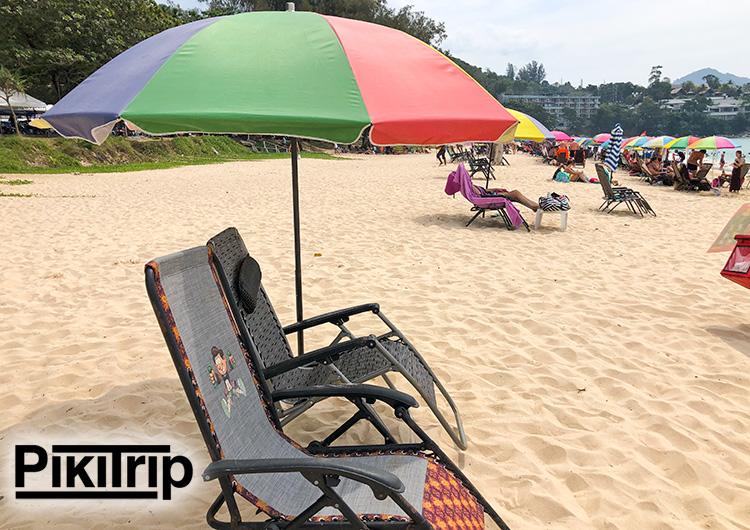 """не очень удобные """"сидаки"""" на пляже Сурин"""