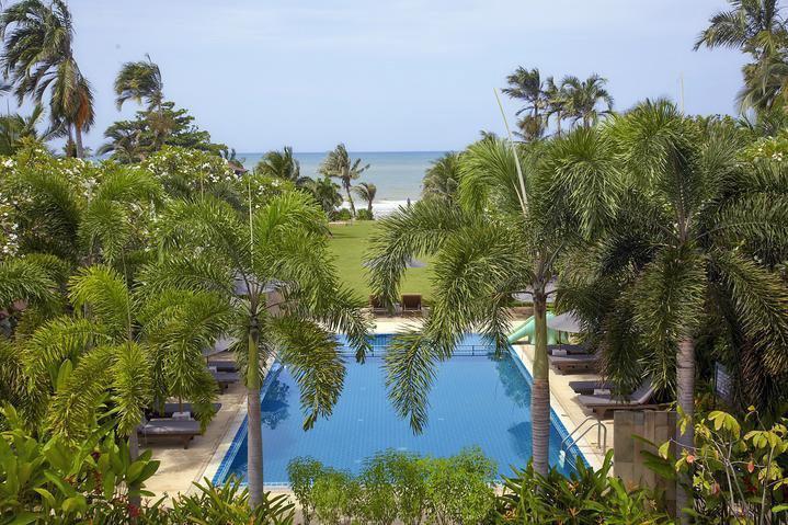 наш отель Nice Beach на первой линии