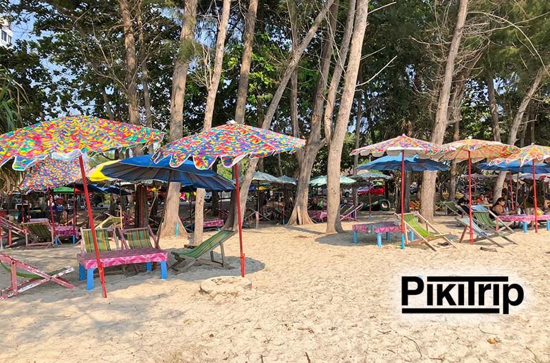 лежаки и зонты в Районге