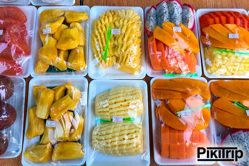 нарезка ананаса за 100 бат